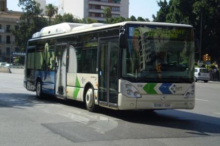 Mobilitat repinta i amplia el carril bus d'Avingudes