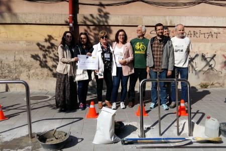 Mobilitat inicia una campanya per conscienciar de la importància d'ancorar bé la bicicleta