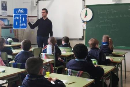 Els alumnes del col•legi Jesús Maria descobreixen Palma des del punt de vista de la mobilitat sostenible