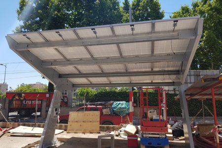 L'Smap instal•la punts de recàrrega solars per a vehicles elèctrics a l'aparcament de Comte d'Empúries