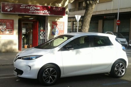 """Mobilitat facilita a la cooperativa Ecotxe dos espais als aparcaments municipals per a promoure el """"car sharing"""""""
