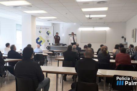 La Policia Local de Palma imparte un curso de seguridad para taxistas